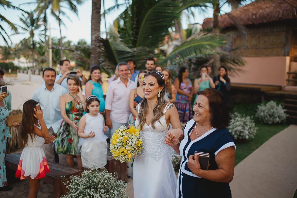 Entrada da Noiva no Casamento na Praia do Cumbuco