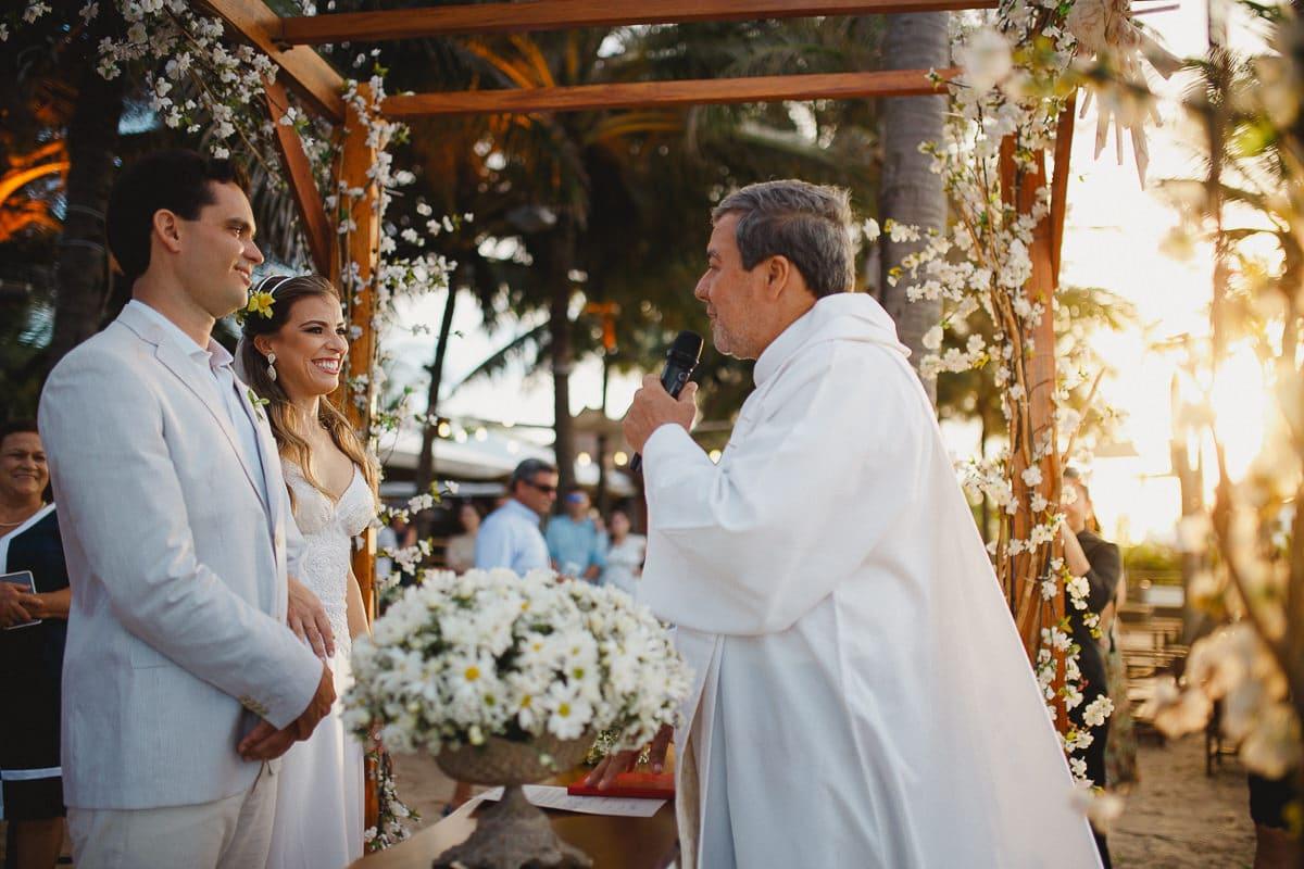 Casamento na Praia do Cumbuco ao por do sol