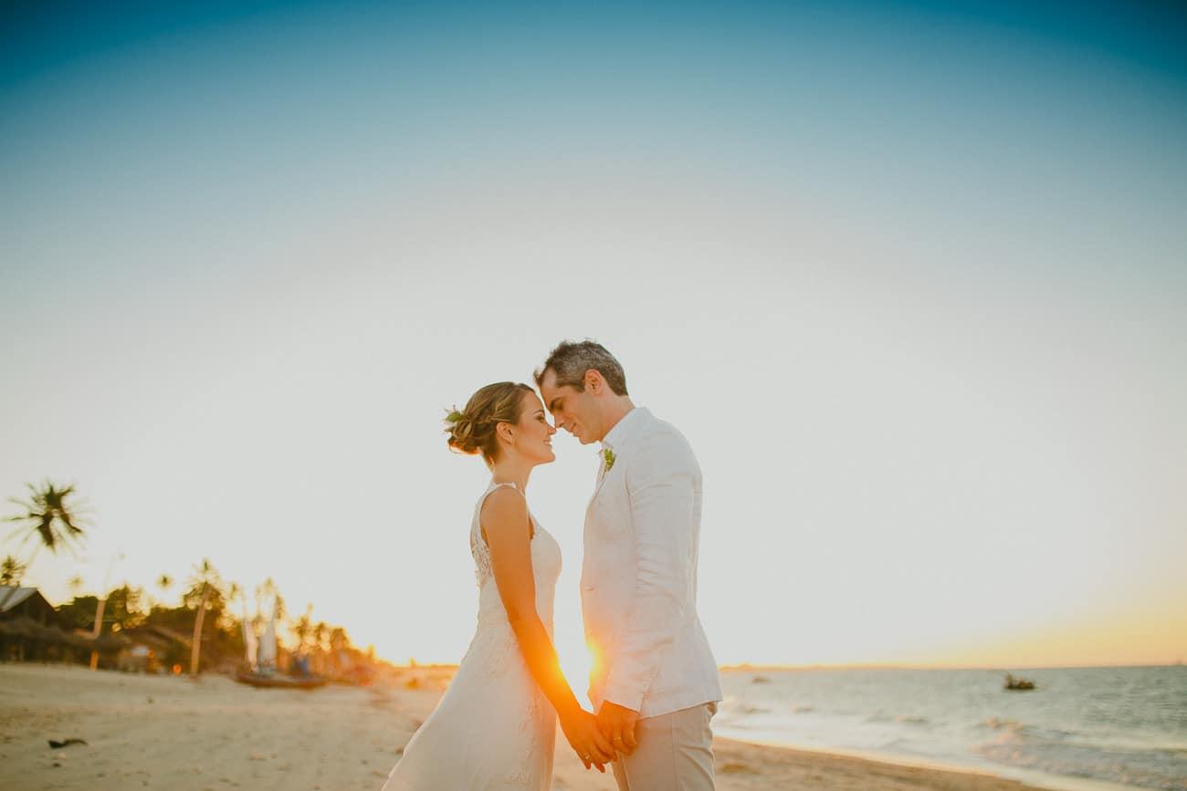 Fotos dos Noivos na Praia - Casamento na Praia do Cumbuco - Hotel Duro Beach