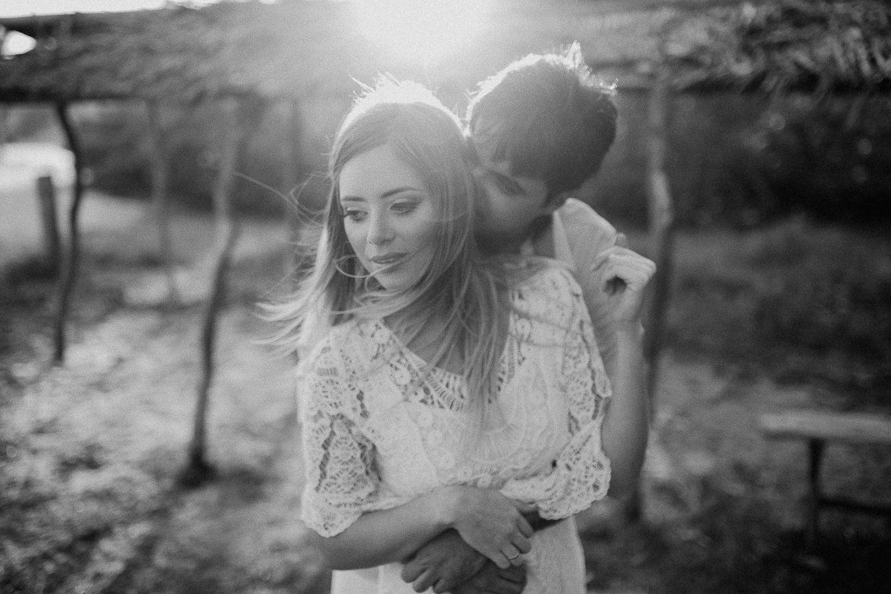 fotografia de casal em preto e branco