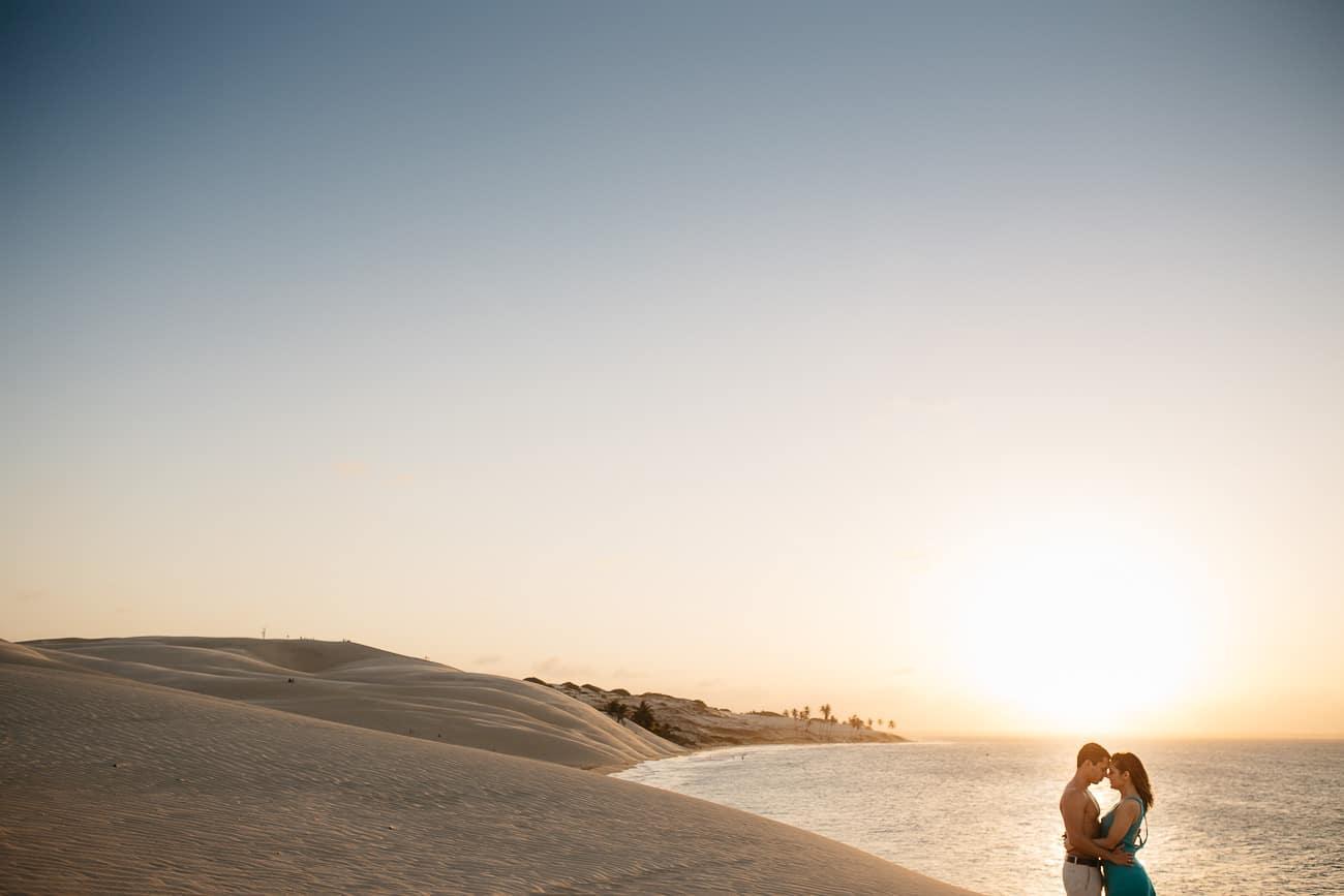 foto de casal nas dunas em paracuru