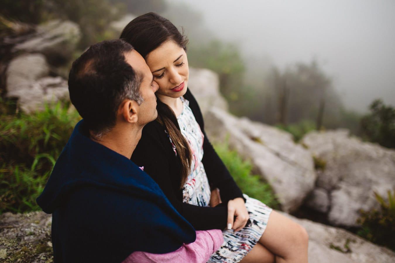 Fotos de casal no pico alto em guaramiranga