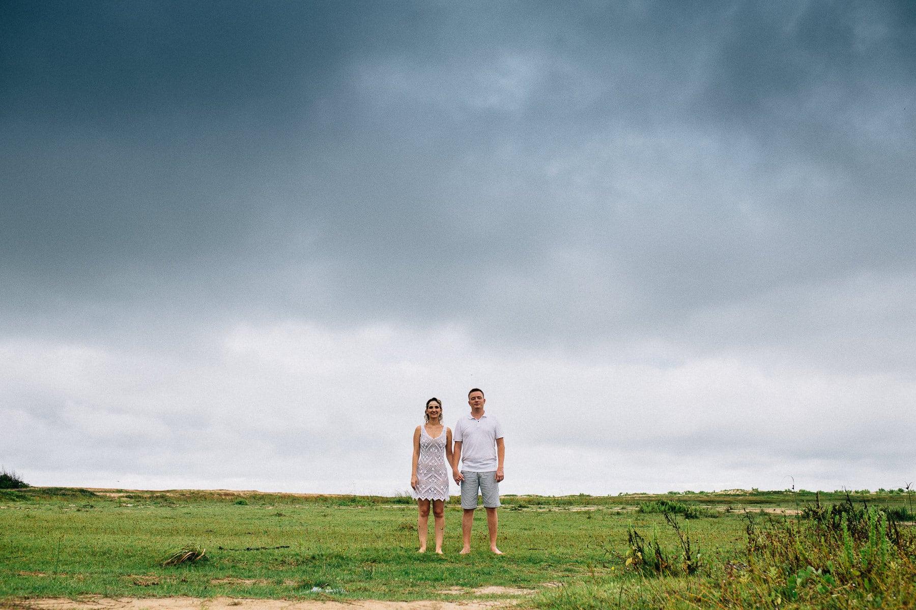 fotos de casal em campo aberto