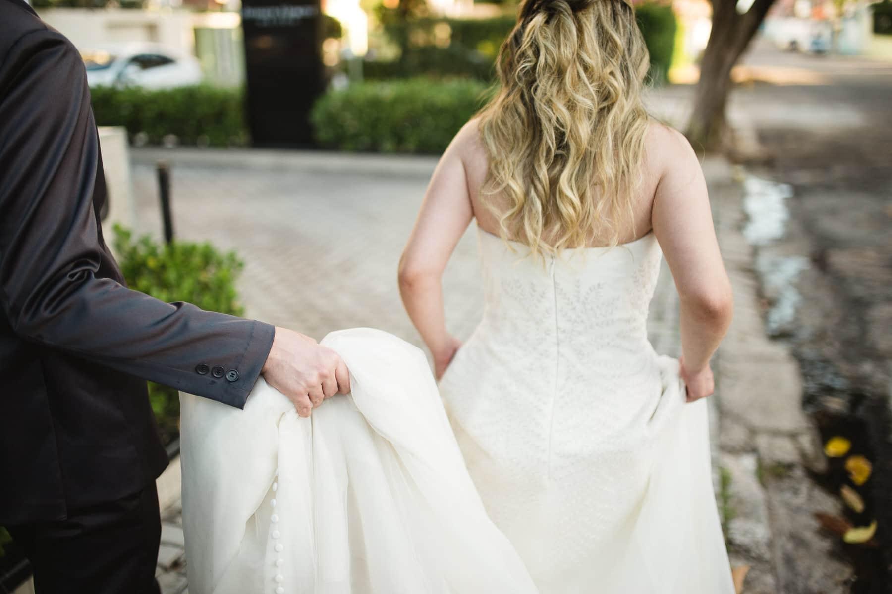 ensaio dos noivos na rua do casa de moá