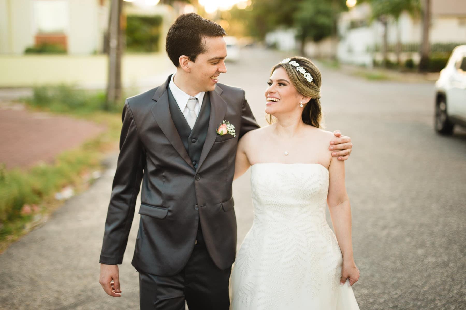 ensaio dos noivos na rua