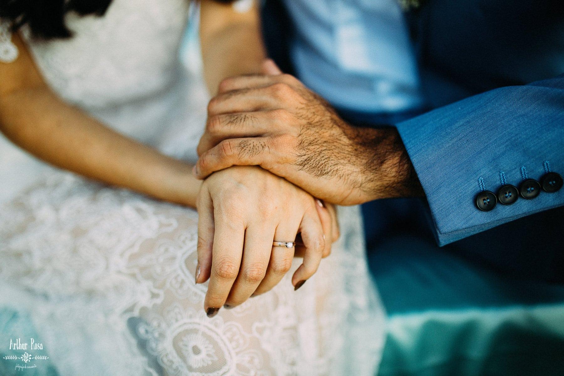 detalhes das mãos do casal
