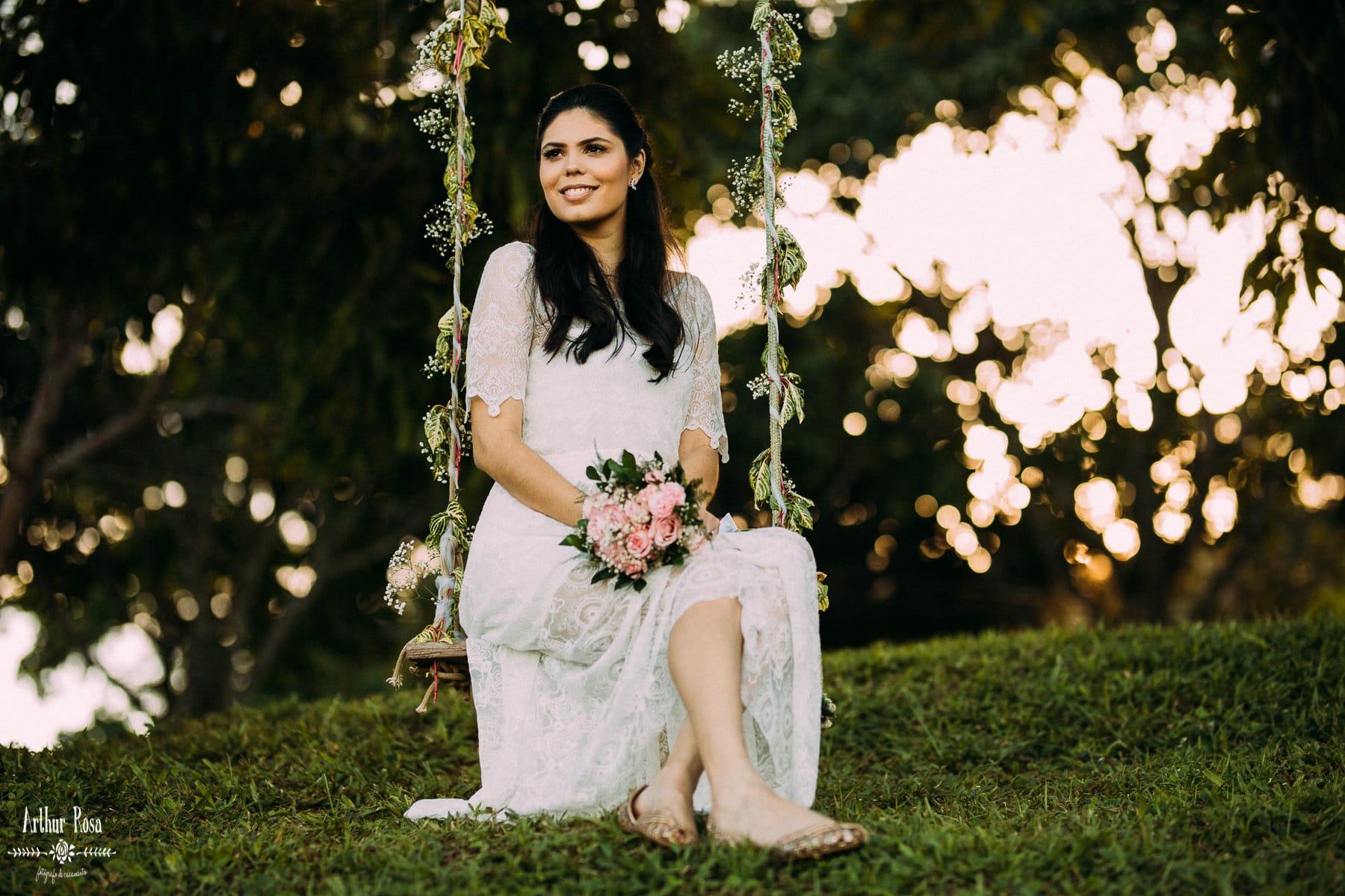 noiva em balanço com flores