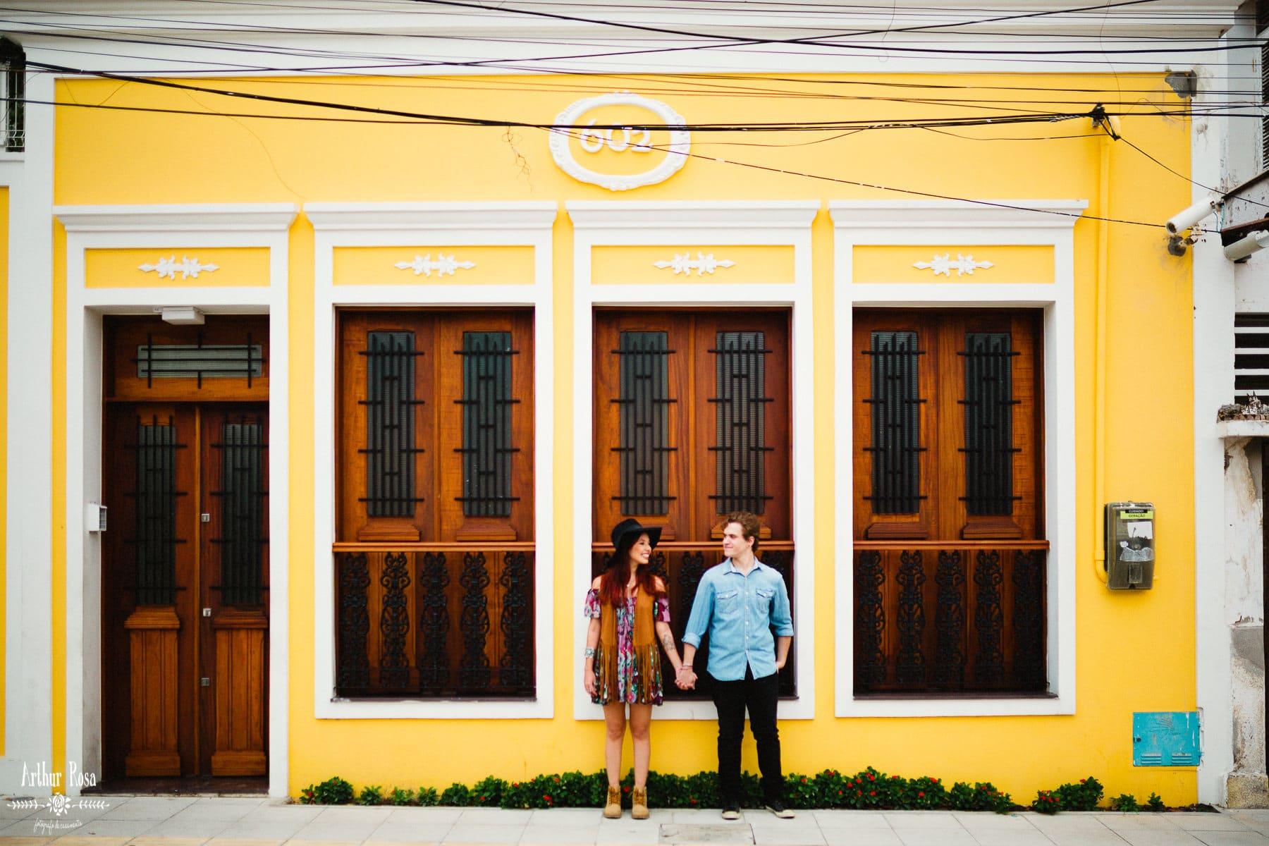 fotos de casal em casa colorida