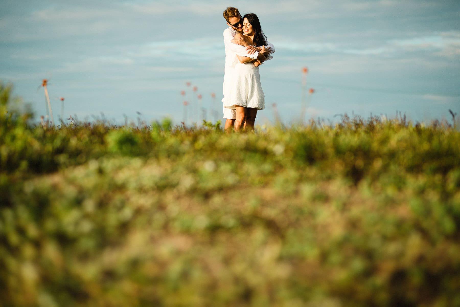ensaio pré wedding no campo
