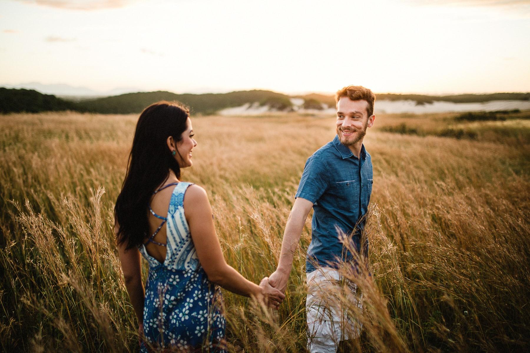 ensaio pré casamento no campo